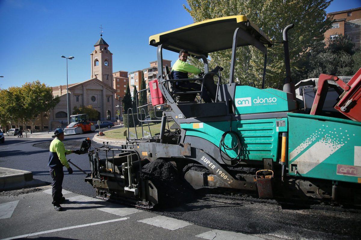 """https://www.toledo.es/wp-content/uploads/2017/11/03_plaza_palomarejos-1200x800.jpg. Las obras del Plan de Asfaltado """"van a buen ritmo"""" y están """"cumpliendo los plazos previstos"""""""