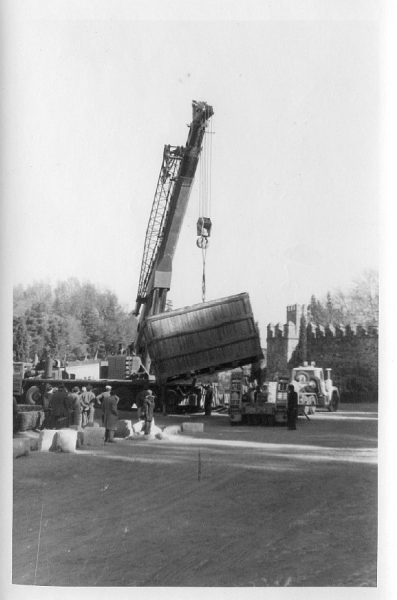 05_La escultura Lugar de encuentros de Chillida llega a Toledo el 4 de diciembre de 1981