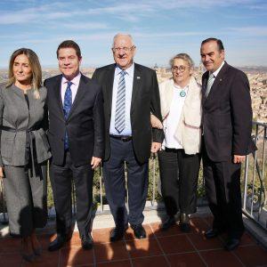 """La alcaldesa de Toledo acompaña al presidente de Israel en una """"emotiva visita"""" de Reuven Rivlin a la ciudad"""