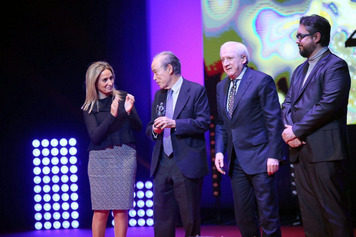 Milagros Tolón participa en la entrega de galardones de La Tribuna de Toledo con motivo del XX Aniversario del periódico