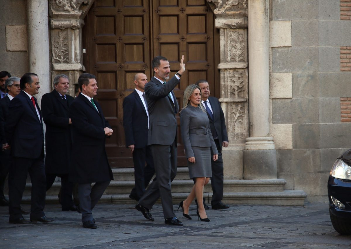 """La alcaldesa de Toledo, con el Rey Felipe VI en su visita a la exposición """"Cisneros. Arquetipo de virtudes, espejo de prelados"""""""