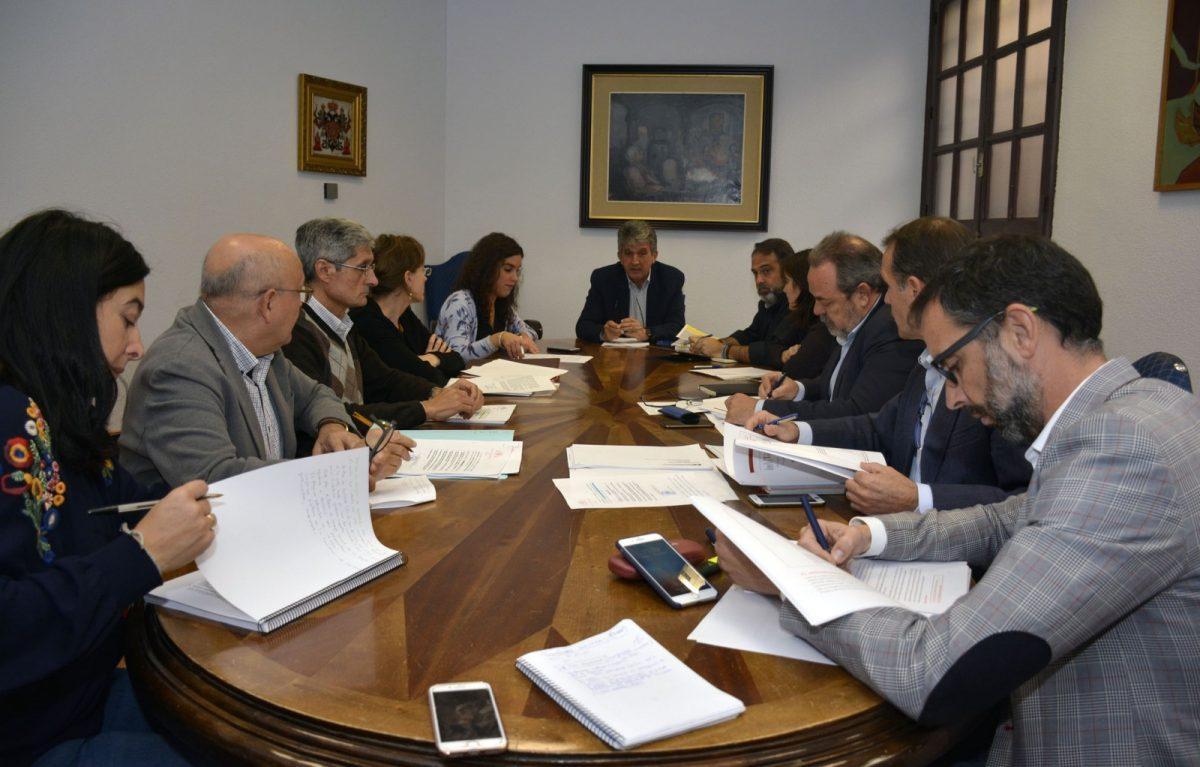 http://www.toledo.es/wp-content/uploads/2017/11/comision_hacienda-1200x767.jpg. El Ayuntamiento cumplió los objetivos de estabilidad, deuda, regla de gasto y pago a proveedores en el tercer trimestre del año