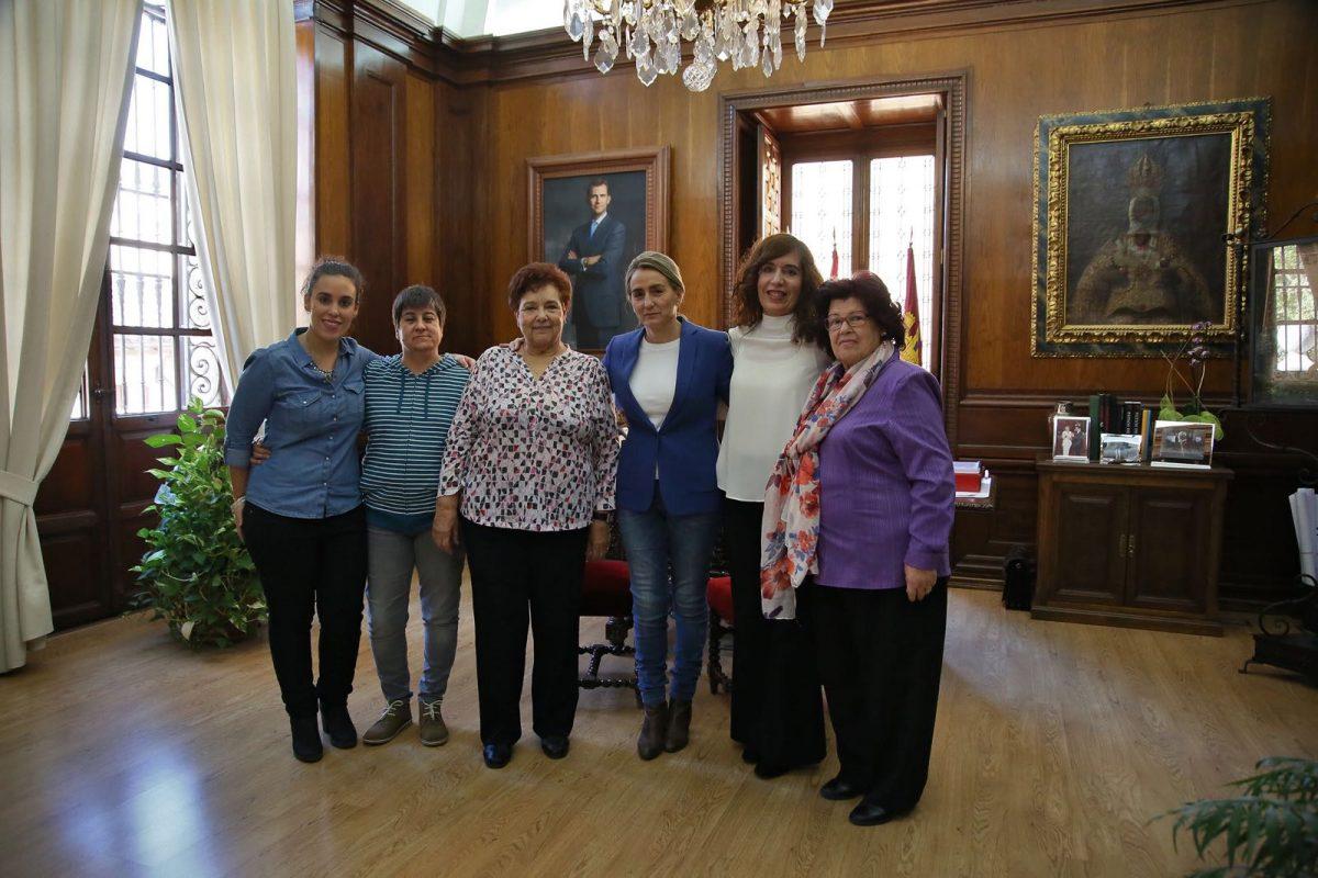 La alcaldesa renueva el convenio con la Asociación María de Padilla y respalda el programa de apoyo a las mujeres víctimas de violencia