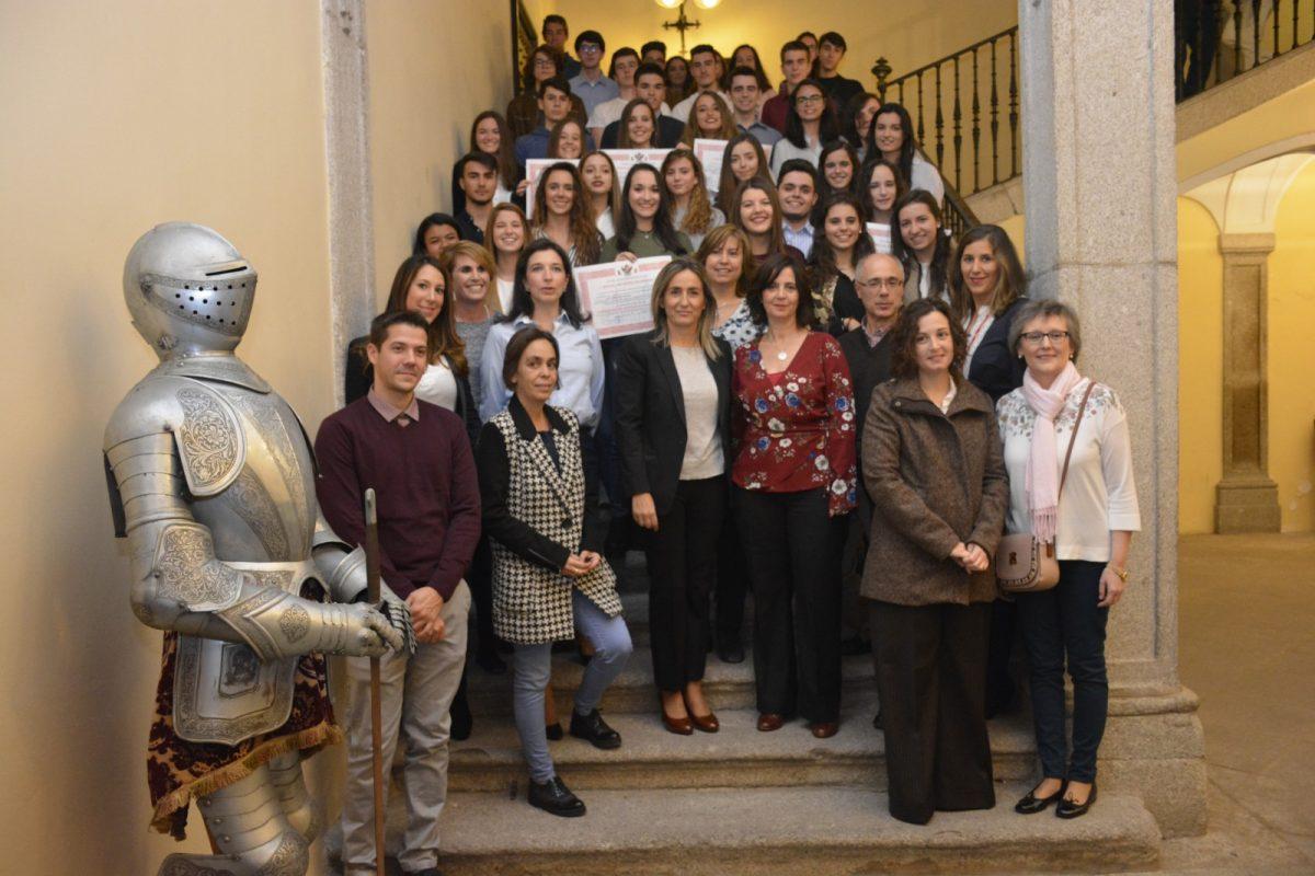 La alcaldesa felicita a los más de 50 alumnos que han finalizado los estudios de inglés y francés en la Escuela Municipal de Idiomas