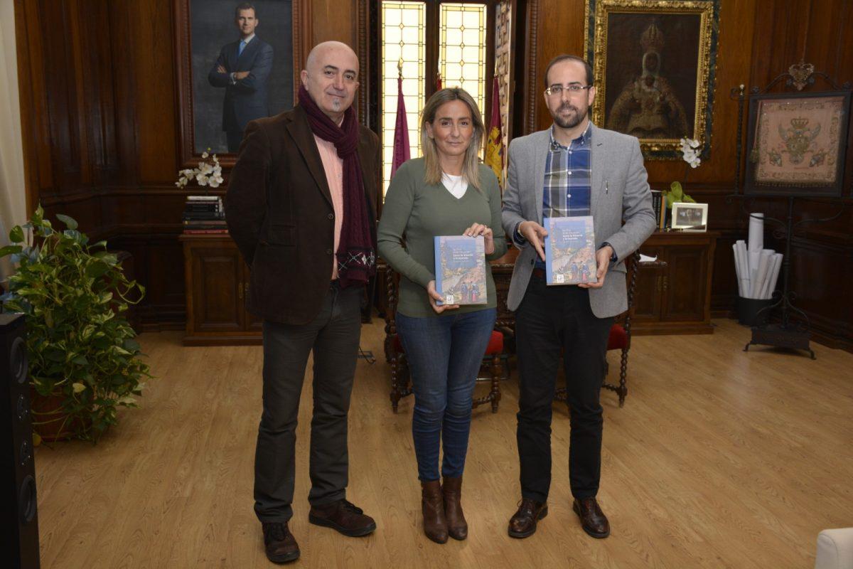 Una nueva publicación sobre la ciudad conjuga el patrimonio y la historia con tintes de leyenda a través de rutas guiadas por Toledo