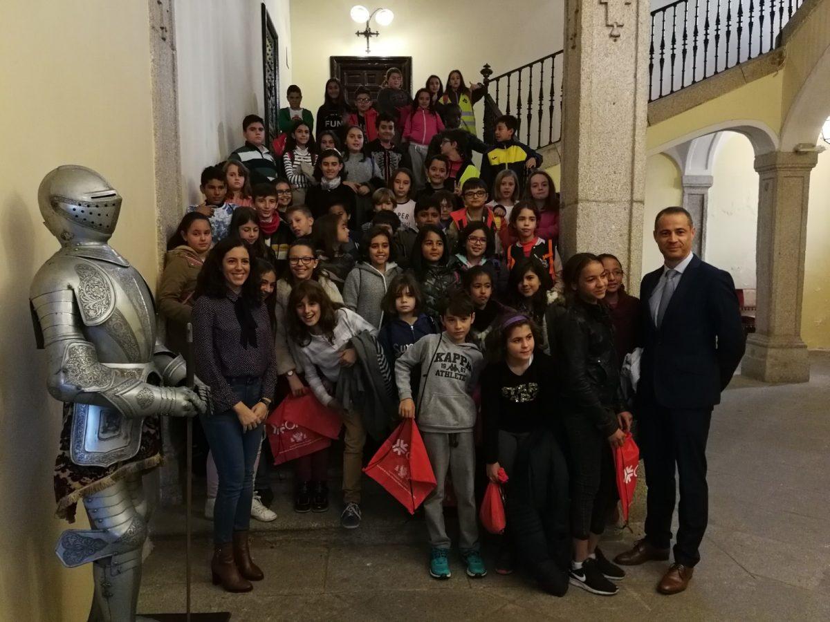 La Sala Capitular abre sus puertas a los escolares de la ciudad en la entrega de premios del concurso de dibujo 'Misión Depuración'