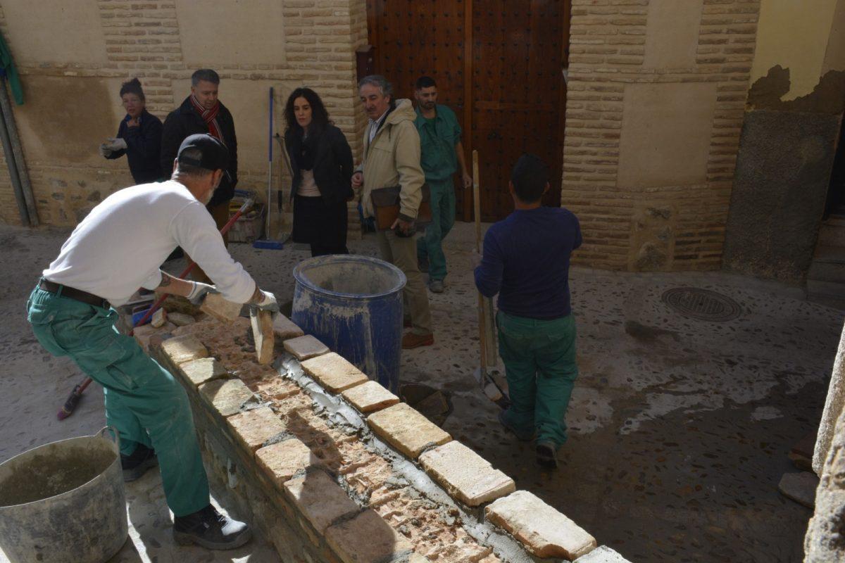 La reparación del pavimento en el Casco continúa en la Cuesta del Pez y en la calle Cristo de la Calavera gracias al Plan de Empleo