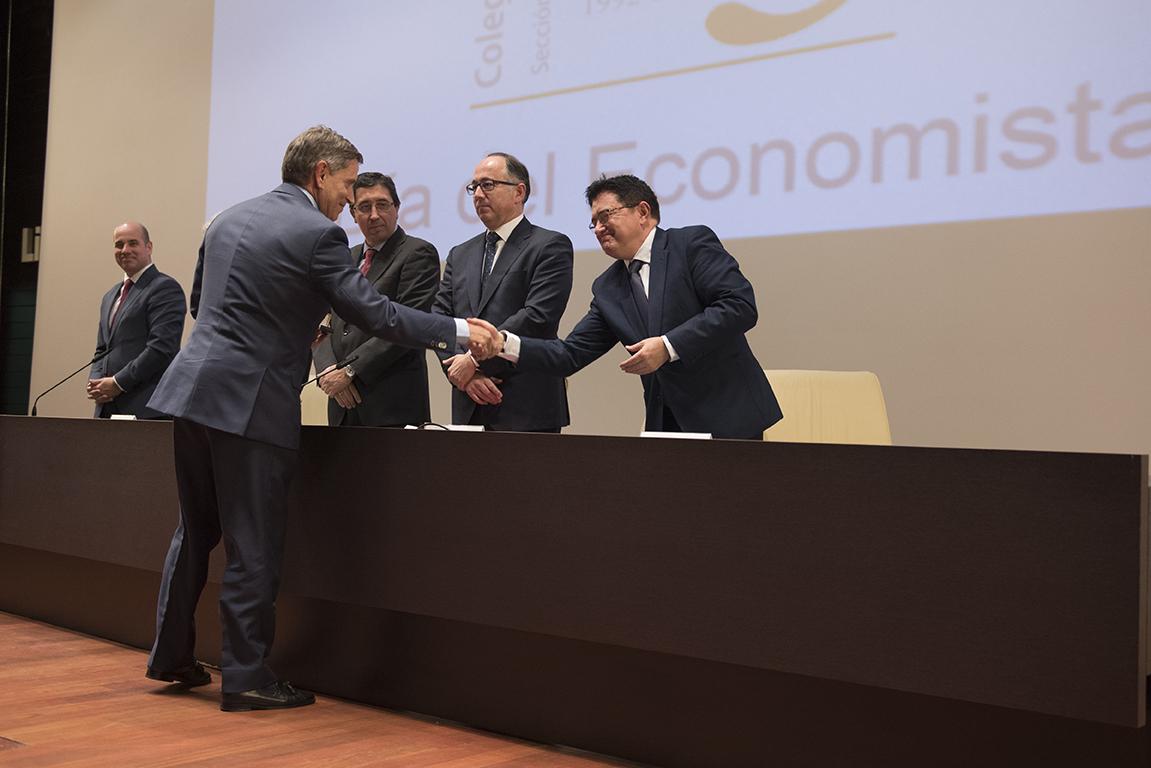 http://www.toledo.es/wp-content/uploads/2017/11/teo-garcia_economistas-1.jpg. El Gobierno local invita al Colegio de Economistas a ir de la mano en la promoción económica y el desarrollo de la ciudad de Toledo