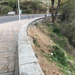 El Ayuntamiento limpia los rodaderos del Valle y el entorno de la piedra del Rey Moro y hace un llamamiento a la ciudadanía