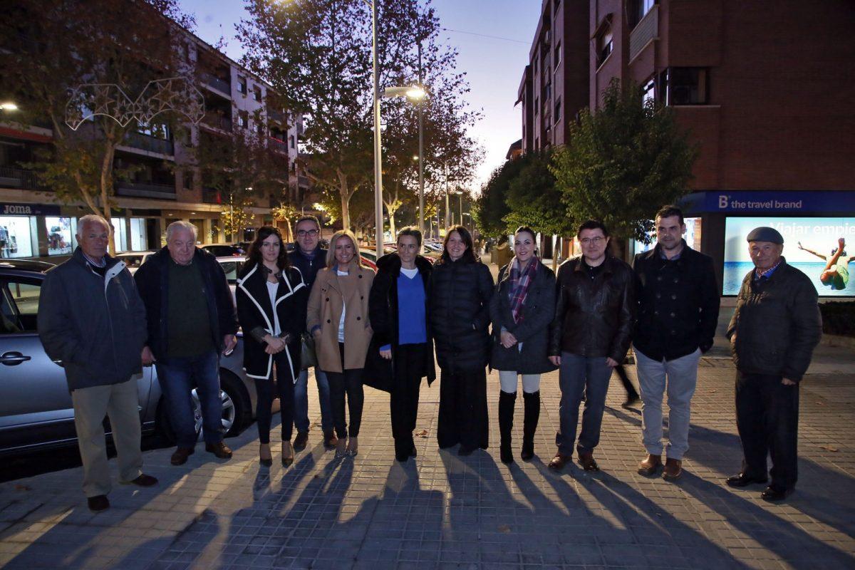 http://www.toledo.es/wp-content/uploads/2017/12/01_iluminacion_santa_teresa-1200x800.jpg. La alcaldesa conoce la renovación del alumbrado público del barrio de Santa Teresa que incluye desde hoy 175 nuevas luminarias