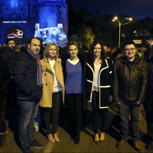 'Toledo tiene estrella' congrega en la Puerta de Bisagra a cientos de espectadores para disfrutar de este emocionante espectáculo