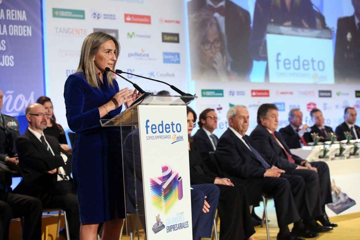 https://www.toledo.es/wp-content/uploads/2017/12/05_premios_fedeto-1200x800.jpg. La alcaldesa agradece el premio de FEDETO que confirma el compromiso del Ayuntamiento con el sector empresarial