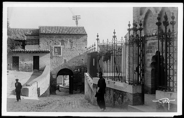 1 - Puerta de Valmardón desde la mezquita del Cristo de la Luz