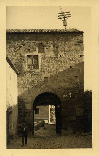 2 - Puerta de Valmardón