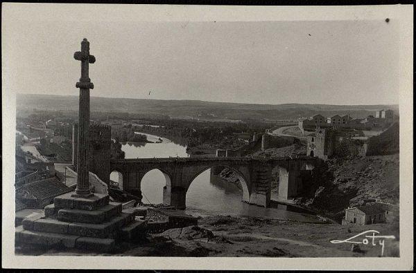 22 - Puente de San Martín y Cruz de piedra
