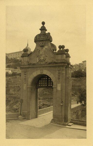 43008_AMT - Puerta del puente de Alcántara