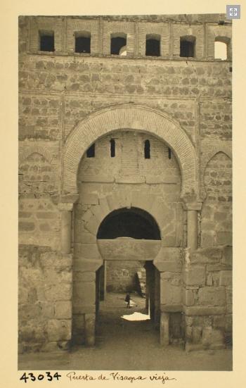 43034_ADPT - Puerta de Alfonso VI. Detalle de la portada