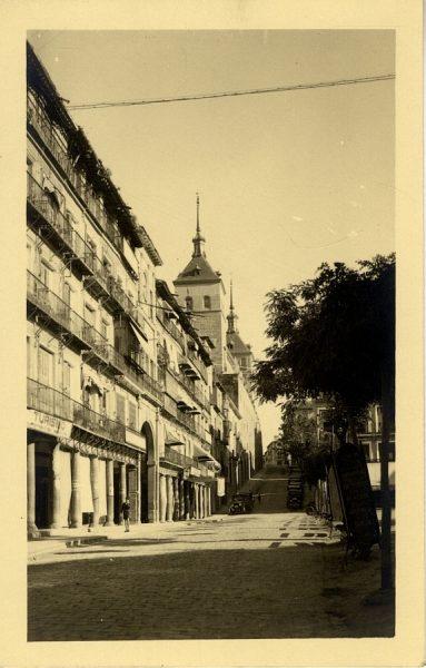 43050_AMT - Vista de la plaza de Zocodover y el Alcázar