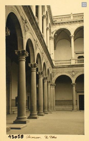 43058_ADPT - Galería del patio del Alcázar