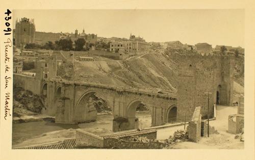 43091_ADPT - Vista del puente de San Martín y la ciudad desde la Solanilla