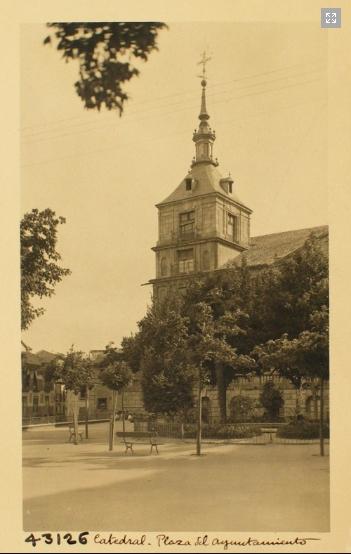 43126_ADPT - Plaza y torreón sur del Ayuntamiento