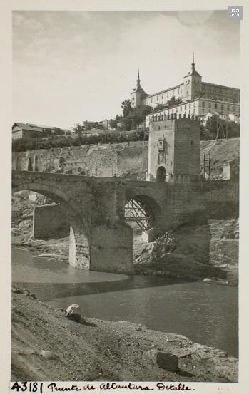 43181_ADPT - Vista parcial del puente de Alcántara y el Alcázar
