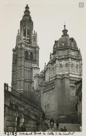 43185_ADPT - Vista de la Catedral desde la calle de la Ciudad