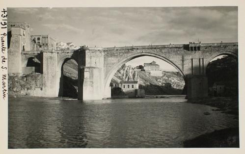 43191_ADPT - Puente de San Martín. Arco central y convento de Gilitos al fondo