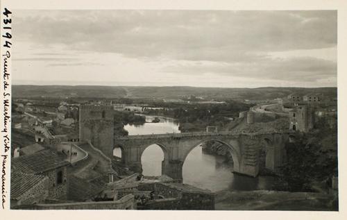 43194_ADPT - Puente de San Martín, cauce del río y al fondo la Vega