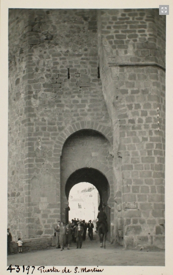 43197_ADPT - Puerta exterior del torreón Oeste del puente de San Martín