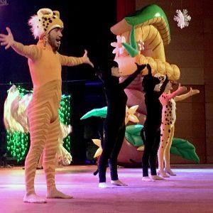 """Lleno en el Palacio de Congresos para ver el espectáculo """"Viaje a la Fantasía"""", incluido en el programa de Navidad del Ayuntamiento"""