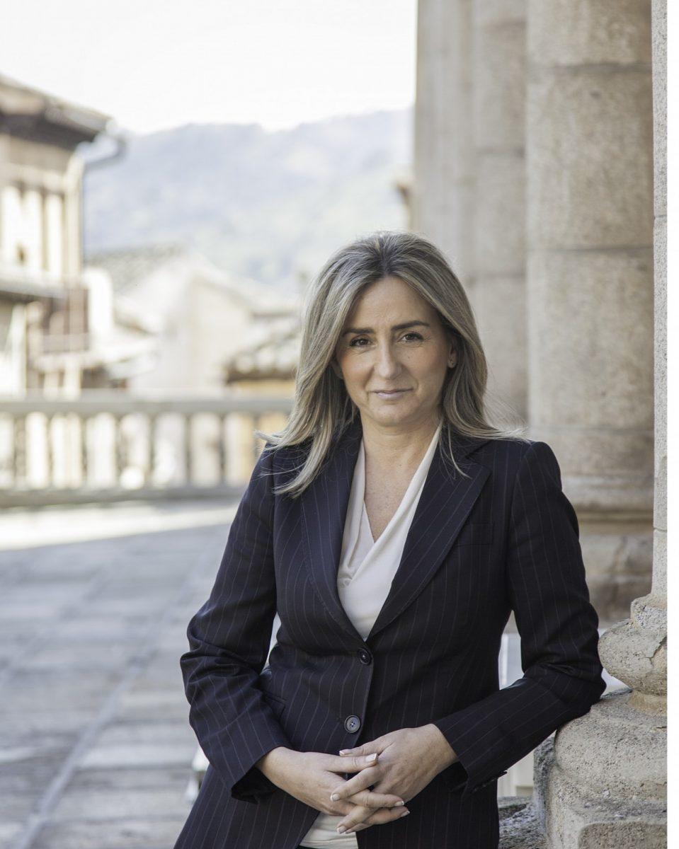 http://www.toledo.es/wp-content/uploads/2017/12/milagros-portada-cover-959x1200.jpg. La Constitución que nos hace libres e iguales