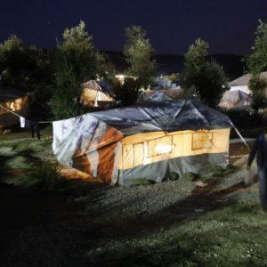 Los solicitantes de asilo en Grecia, varados en tiendas de campaña en las islas