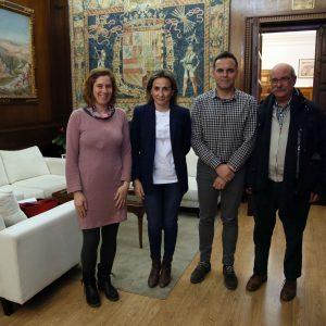 La alcaldesa se reúne con miembros de Río Chico y del colegio Valparaíso para conocer las necesidades de los vecinos del barrio