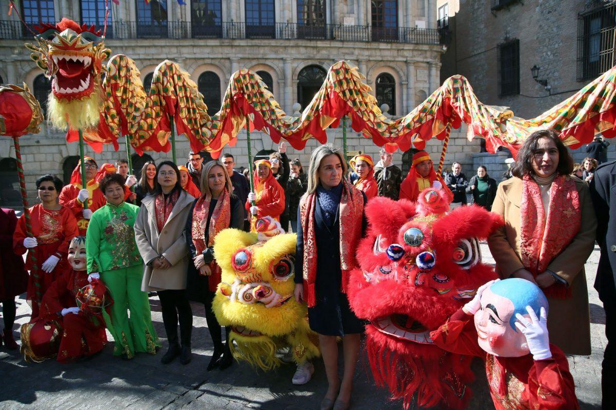 http://www.toledo.es/wp-content/uploads/2018/02/05_ano_nuevo_chino-1200x800.jpg. La alcaldesa se suma a la celebración del Año Nuevo Chino y asiste a los actos del Instituto Confucio de la Universidad regional