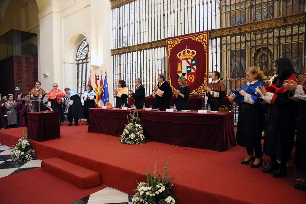 """http://www.toledo.es/wp-content/uploads/2018/02/15_honoris_causa_maranon.-1200x800.jpg. La alcaldesa destaca de Marañón en su investidura como doctor de la Universidad su """"decidida defensa"""" del Patrimonio toledano"""