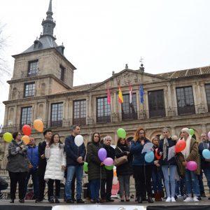 La creación de unidades oncológicas pediátricas marca el acto del Día Internacional del Niño con Cáncer en la plaza del Ayuntamiento