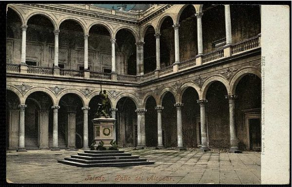 PURGER&CO_2192_Toledo - Patio de Alcázar
