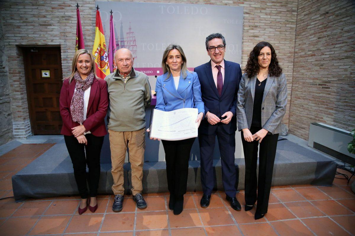 La alcaldesa da a conocer la mejora de la avenida de la Reconquista que incorpora un espacio verde como mediana y nuevos árboles