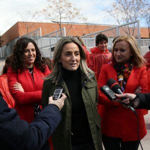La alcaldesa anuncia la apertura los fines de semana del pabellón de la Legua para los equipos escolares y clubes del barrio
