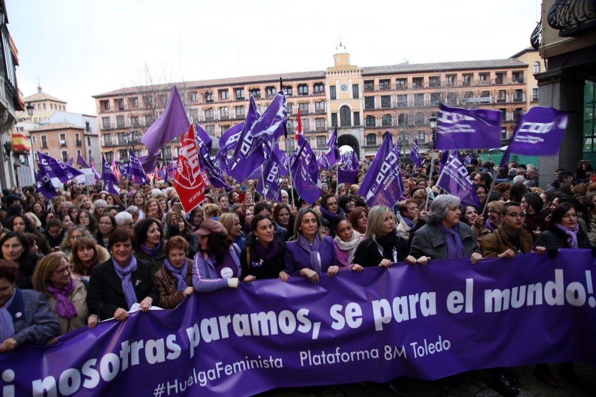 https://www.toledo.es/wp-content/uploads/2018/03/03_manifestacion_dia_mujer-1200x800.jpg. Toledo se suma de manera multitudinaria a la manifestación del 8M para reivindicar la igualdad real y efectiva entre mujeres y hombres