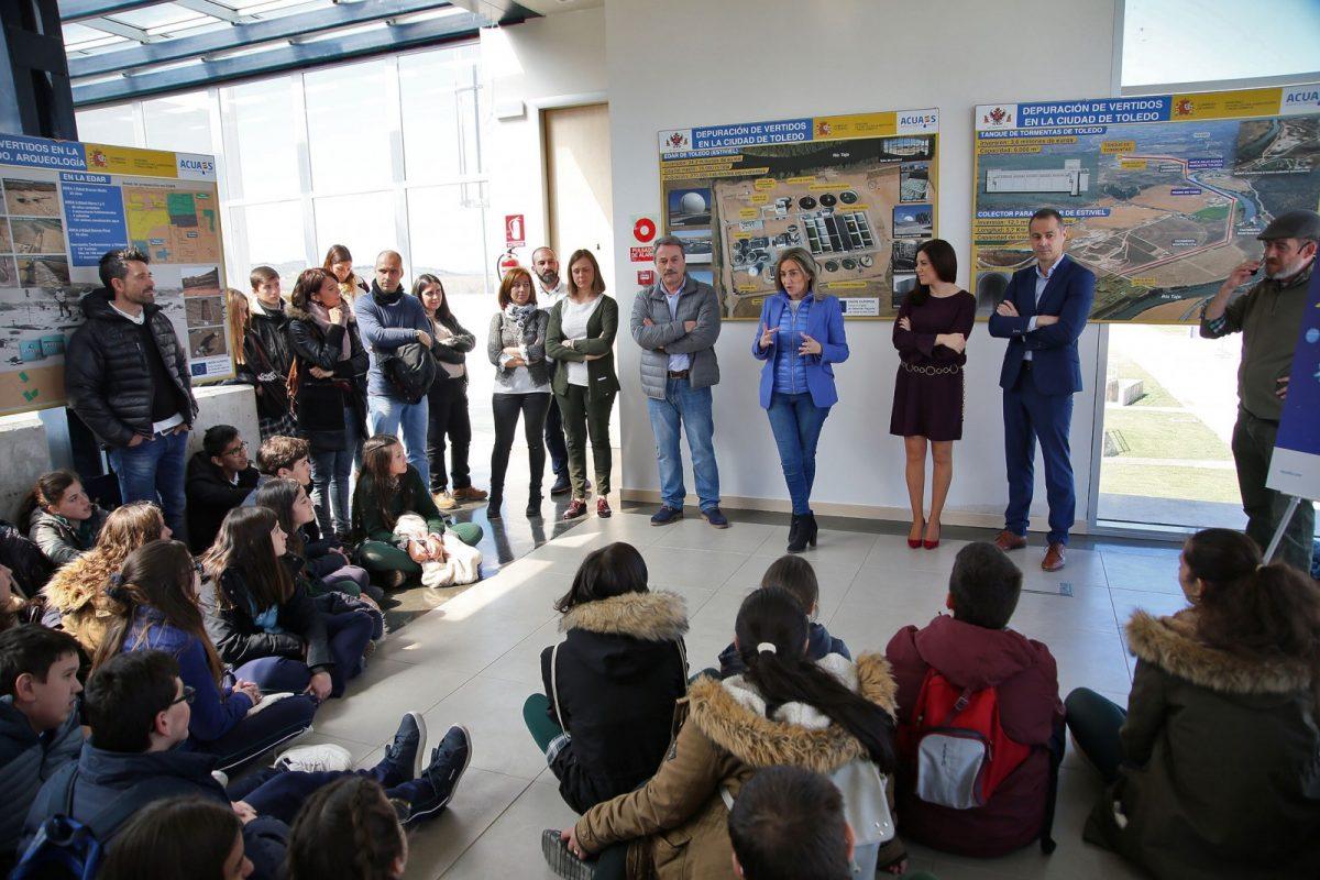 Escolares toledanos conocen el funcionamiento del ciclo integral del agua en su Día Mundial acompañados de la alcaldesa