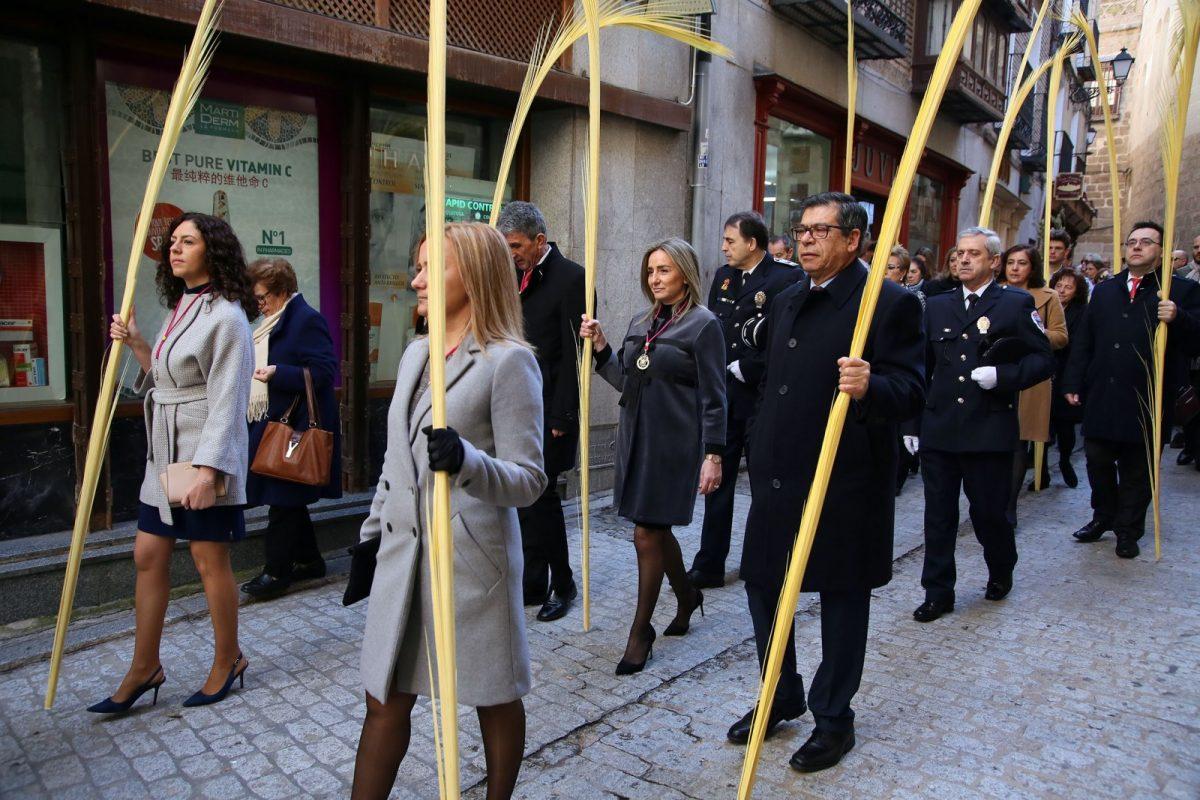 https://www.toledo.es/wp-content/uploads/2018/03/05_domingo_ramos-1200x800.jpg. La Corporación municipal, encabezada por la alcaldesa, Milagros Tolón, participa en los actos de celebración del Domingo de Ramos