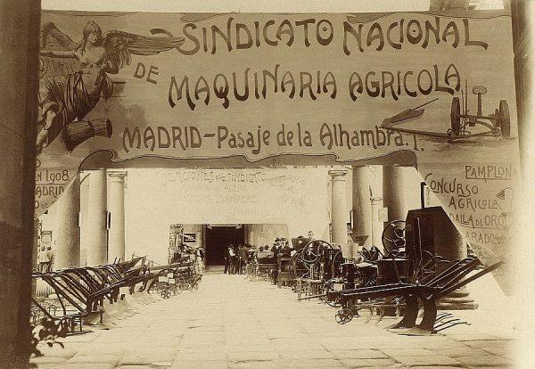 08 - Sección de Máquinas - Arados y otros utensilios presentados por el Sindicato Nacional de Maquinaria Agrícola (Madrid)