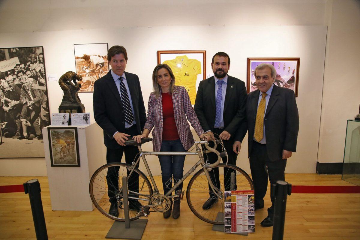 La alcaldesa inaugura la exposición 'Leyendas del deporte' que se podrá visitar en el Centro Cultural San Marcos hasta el 22 de abril