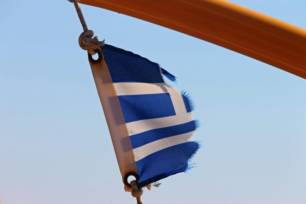 http://www.toledo.es/wp-content/uploads/2018/03/bandera-grecia-1200x800.jpg. Grecia: 13.000 personas aún atrapadas en las islas