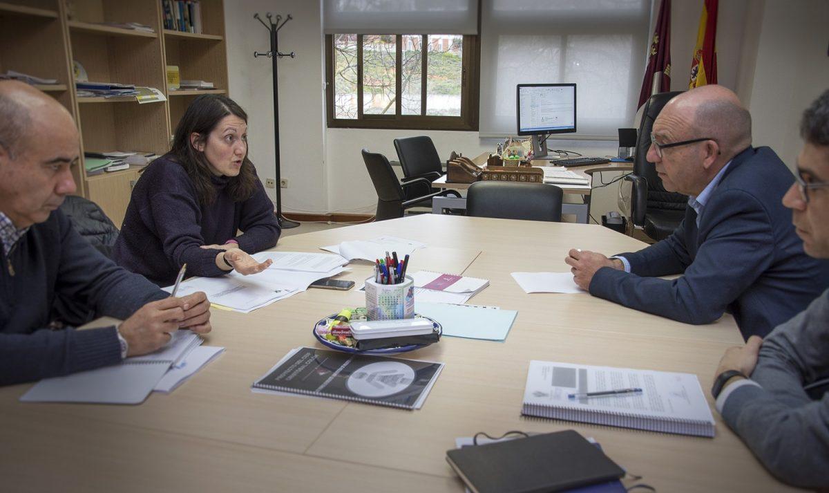 El Ayuntamiento estudia con la Junta la situación de las instalaciones de los colegios de Primaria de la ciudad