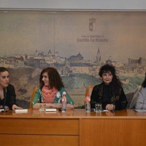 acarena Alonso presenta su libro 'El rostro dormido en el espejo' dentro del Festival Fem18 organizado por el Ayuntamiento