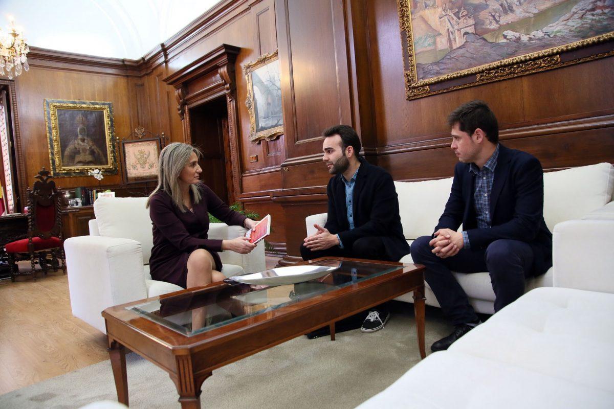 La alcaldesa se reúne con la Asociación Cultural 'Apolo' para conocer sus inquietudes y futuros proyectos en la ciudad