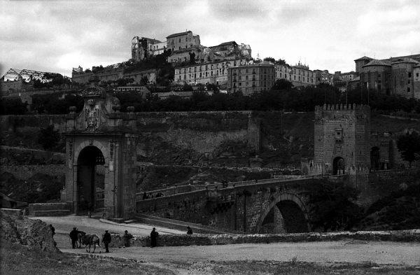 04 - PILLADO - Vista del puente de Alcántara desde la subida al castillo de San Servando